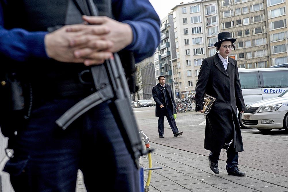 Полиция Бельгии у синагоги