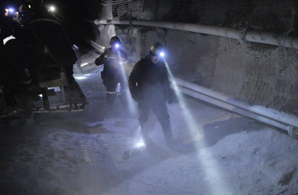 Шахтёры в тоннеле