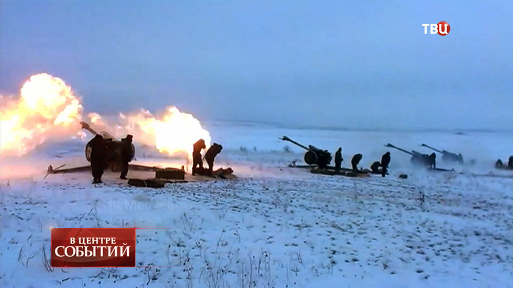 Украинская артиллерия ведет обстрел