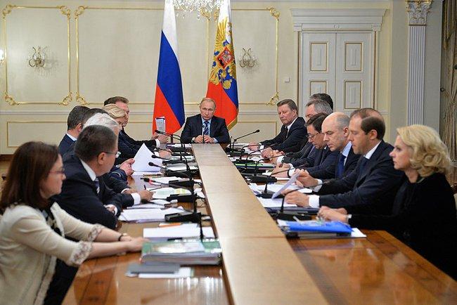 Владимир Путин на встрече с правительством