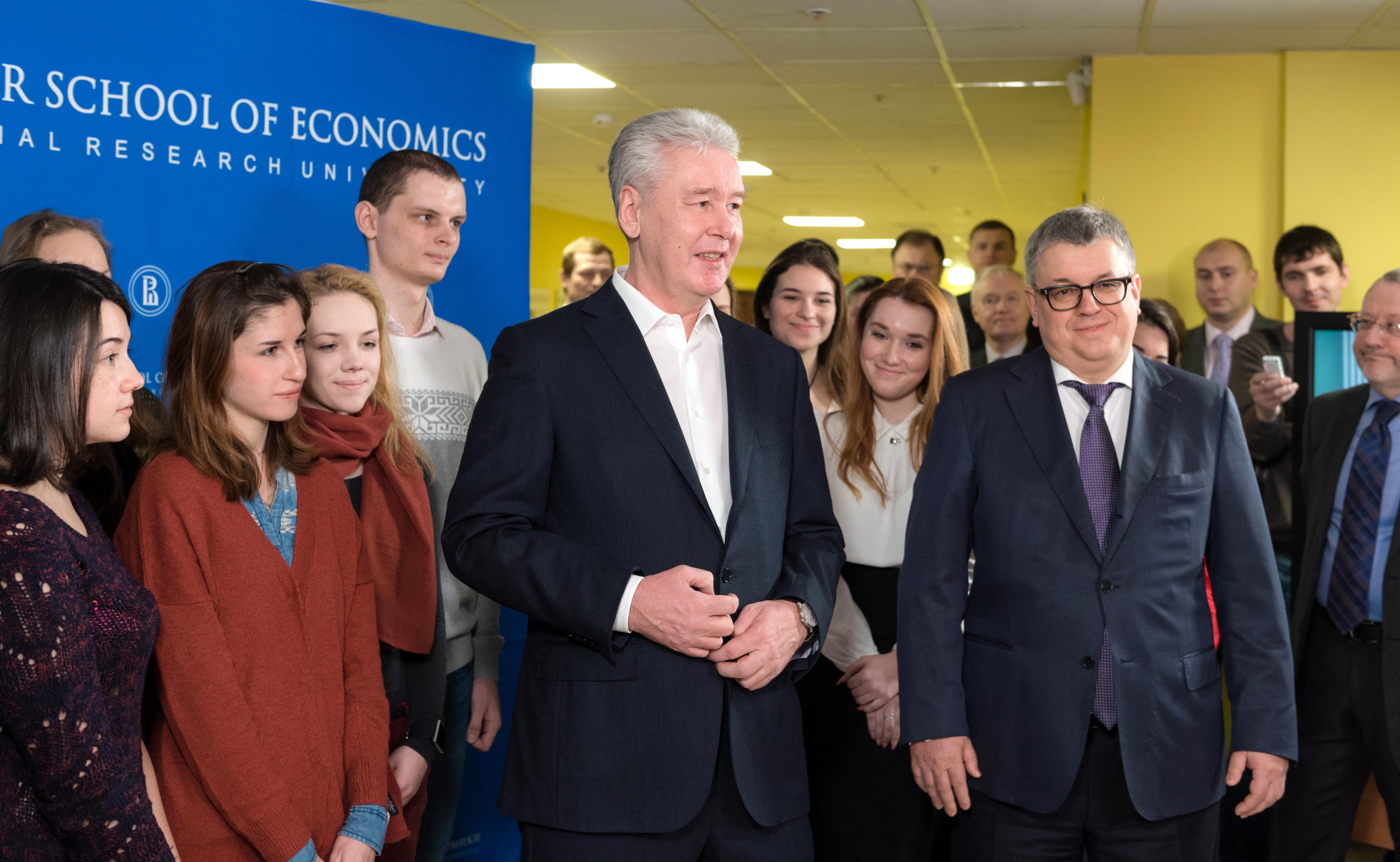 4 кампуса москва, санкт-петербург, нижний новгород, пермь. В московском кампусе вшэ можно подавать документы только на одну программу.