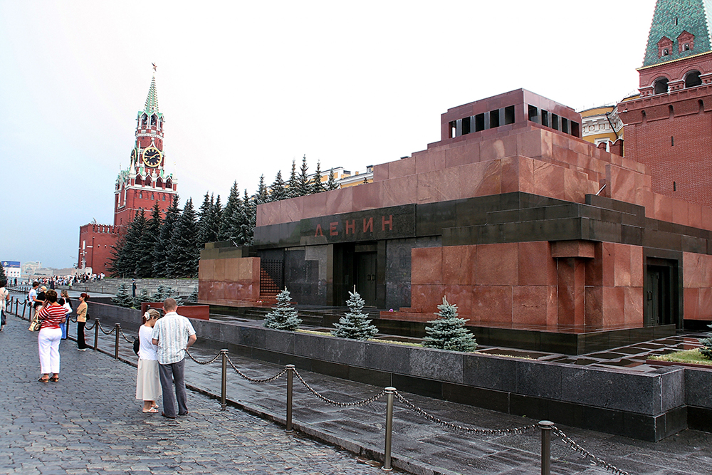 В Мавзолее лежит живой Ленин. ВИДЕО