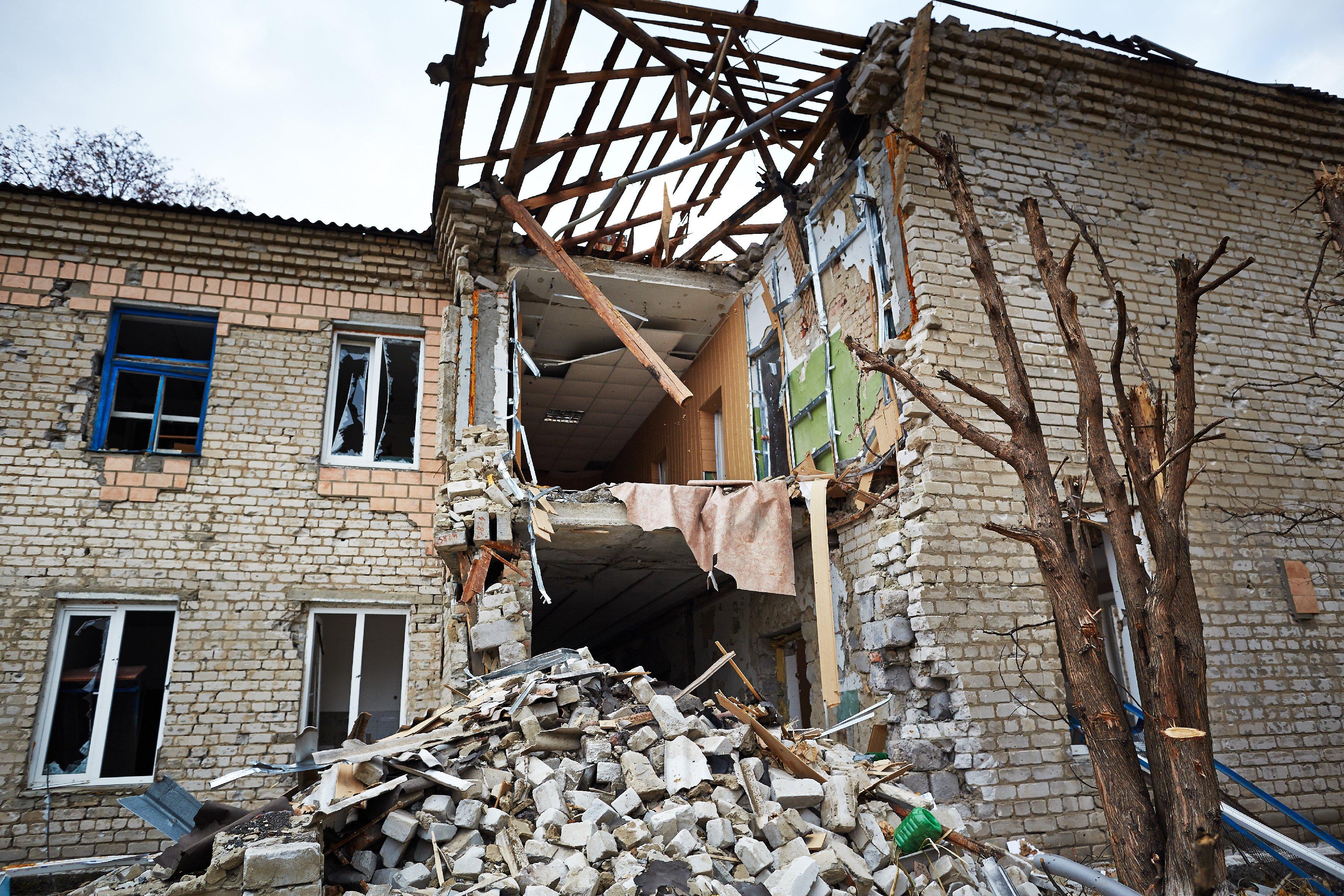 Жилой дом, поврежденный в результате обстрела украинскими силовиками