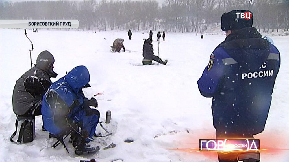 Инспектор МЧС предостерегает любителей зимней рыбалки