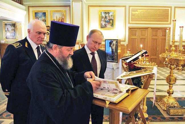 Владимир Путин в домовой церкви Горного университета в Санкт-Петербурге
