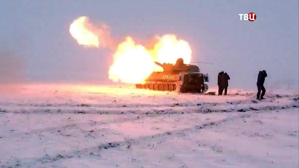Танки народного ополчения ДНР ведут огонь