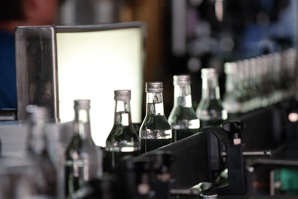 Как родился миф о создании Менделеевым водки Новости ТВ  Производство водки Фото global look press