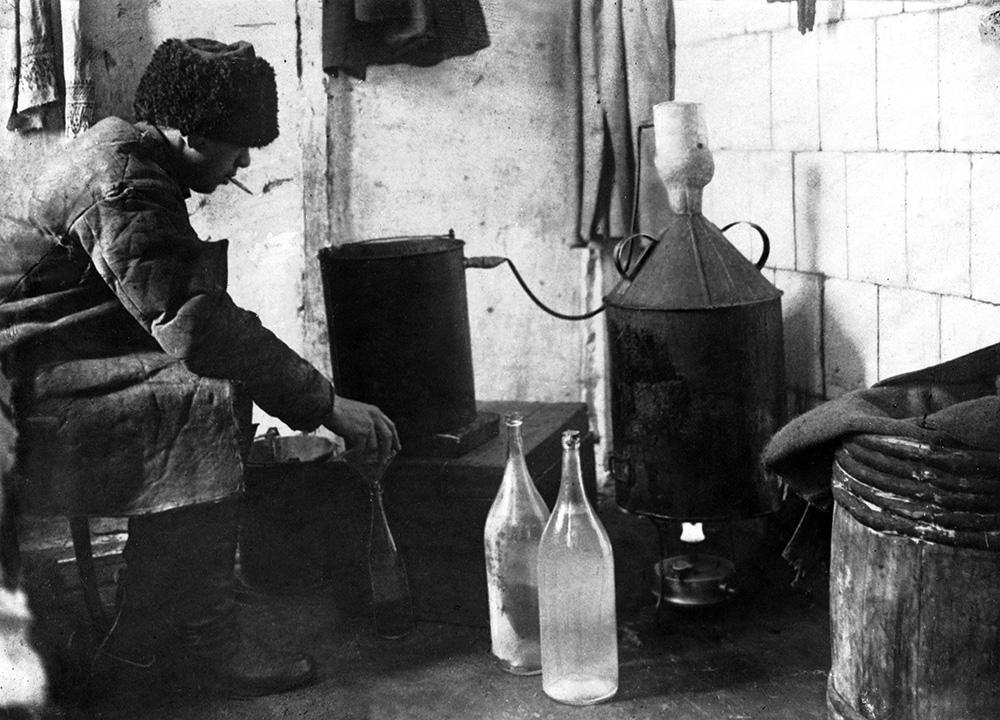 Как родился миф о создании Менделеевым водки Новости ТВ  Производство высококачественной водки стало невыгодным для частных заводов Многочисленные суррогаты приводят к резкому снижению цены и качества этого