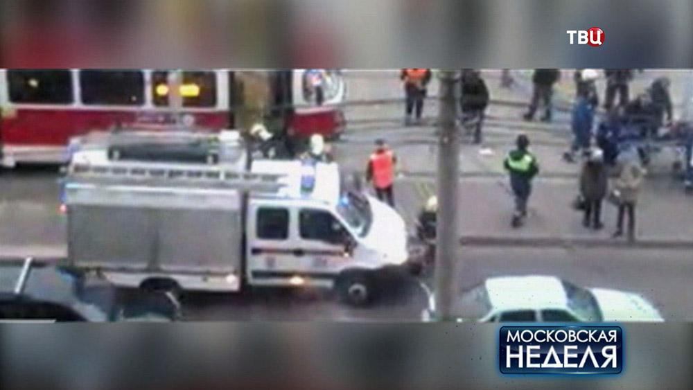 Трамвай сбил человека