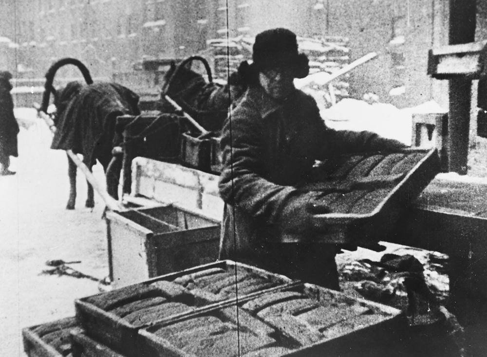 Хлеб для жителей блокадного Ленинграда