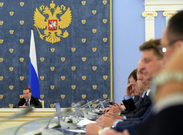 Председатель правительства РФ Дмитрий Медведев на заседании кабинета министров РФ