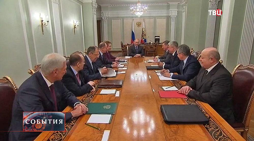 Президент России Владимир Путин на встречи с Советом безопасности