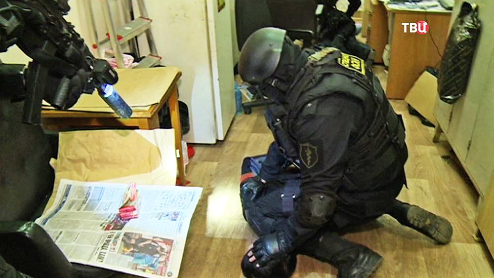 Спецназ ФСКН проводит задержание