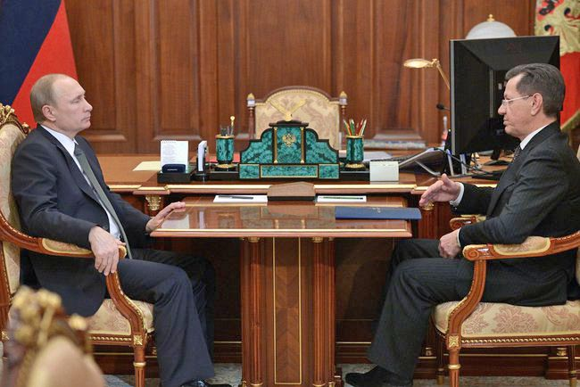 Президент России Владимир Путин и губернатор Астраханской области Александр Жилкин