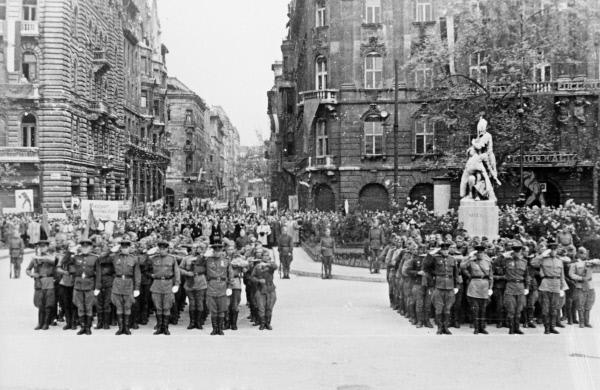 Парад советских войск в освобожденном Будапеште