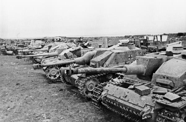 Немецкая техника, разбитая в боях за освобождение Будапешта. Венгрия, 1945 год