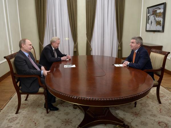 Президент России Владимир Путин и президент МОК Томас Бах во время встречи