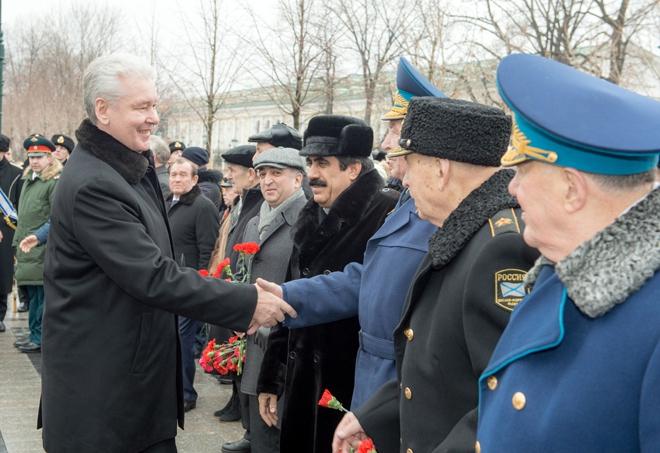Мэр Москвы Сергей Собянин поздравляет ветеранов