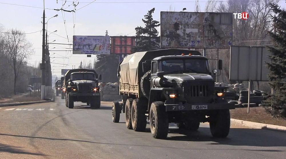 Колонна военной техники ополчения ДНР