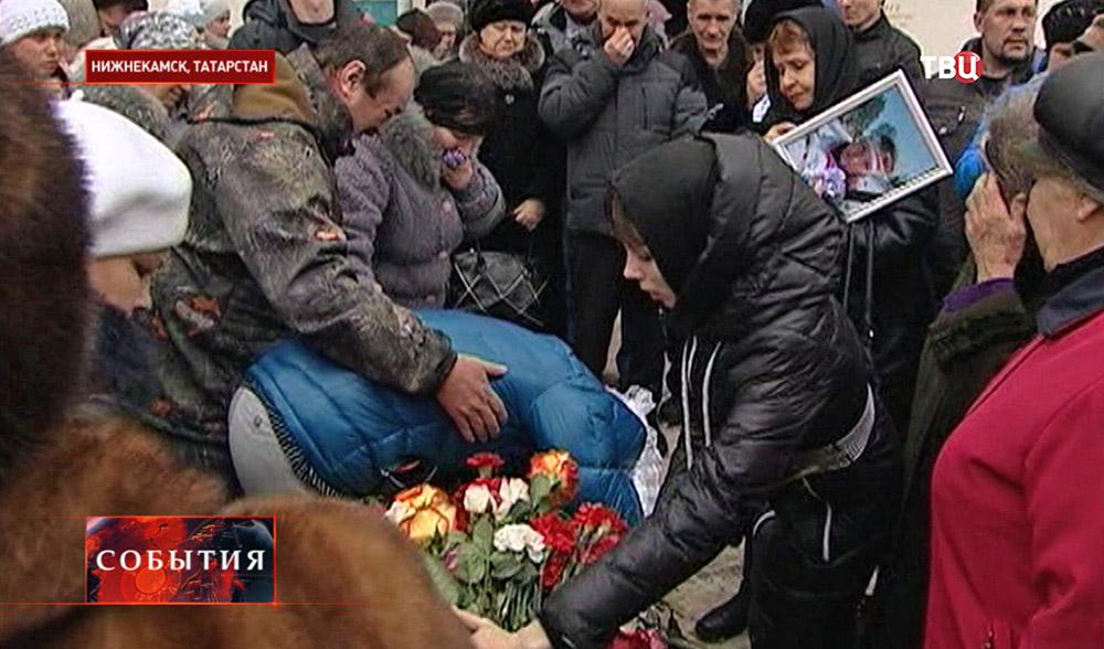 Близкие прощаются с погибшей биатлонисткой Алиной Якимкинковой