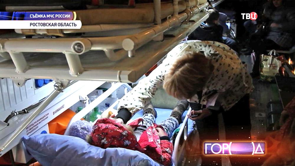 Тяжелобольных детей из Донбасса перевозят в самолете МЧС