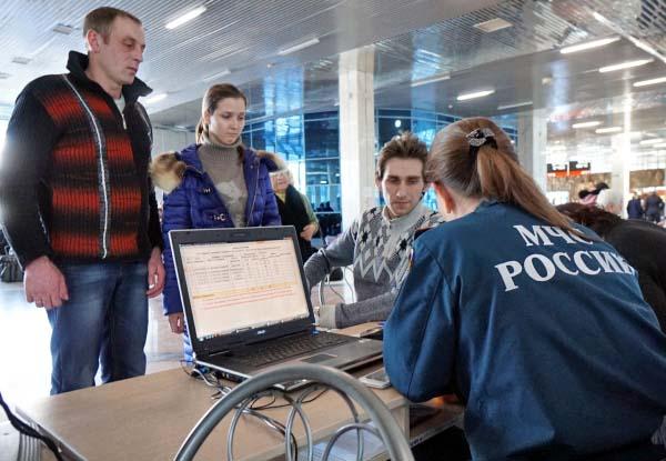 Сотрудники МЧС России и украинские беженцы