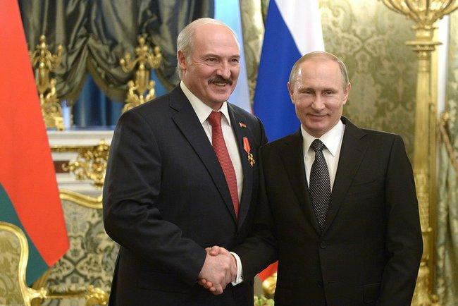 Владимир Путин наградил Александра Лукашенко орденом Александра Невского