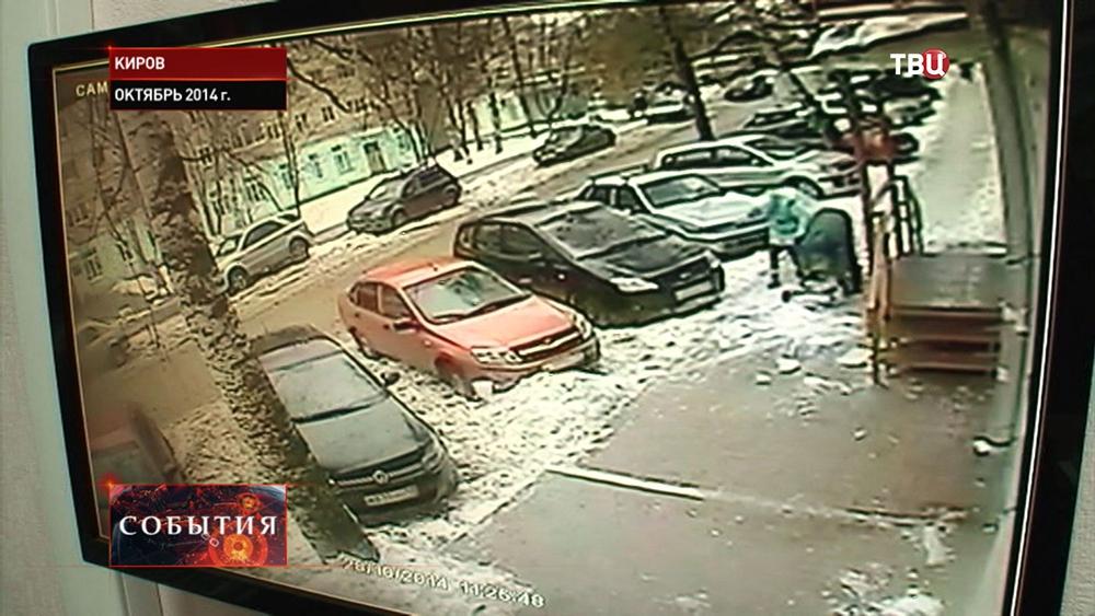 Глыба льда обрушилась на ребенка в Кирове