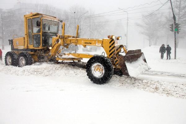 Снегоуборочная техника ликвидирует последствия снегопада