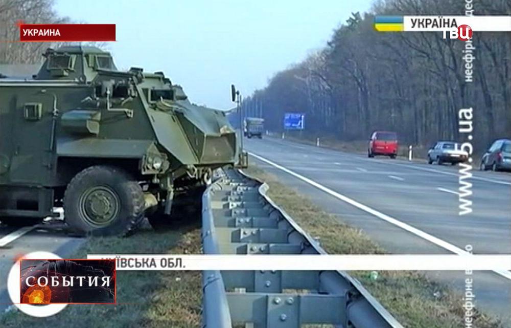 Британский броневик Saxon попал в ДТП на Украине