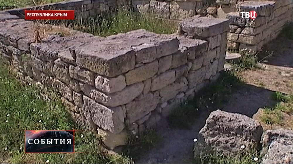 Руины древних строений в Крыму