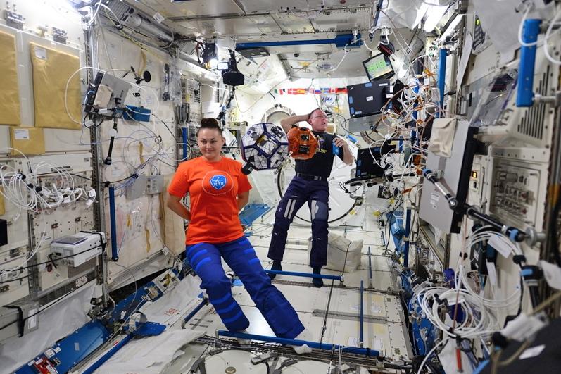 Российские космонавты Елена Серова и Александр Самокутяев на МКС