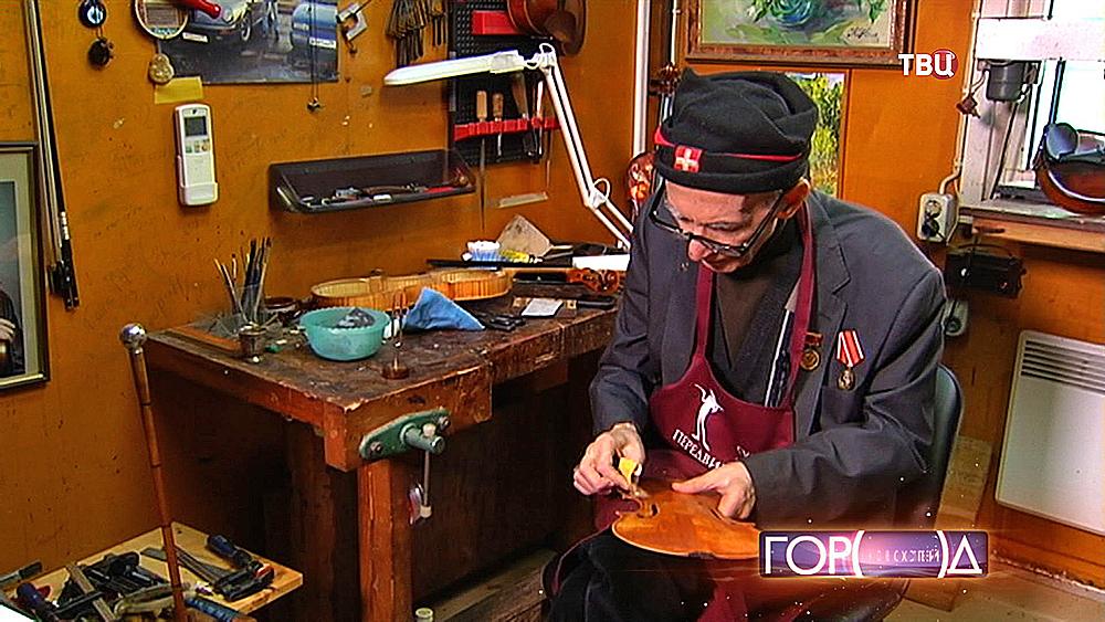 Реставратор скрипок Амиран Оганезов