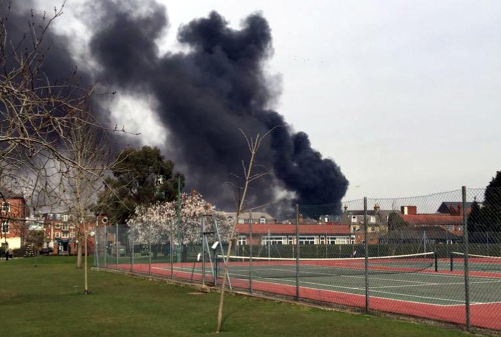Взрыв возле школы в Британии