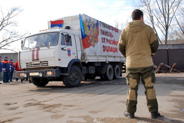 Колонна машин с гуманитарной помощью для жителей Донбасса