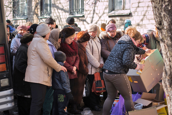 Очередь за гуманитарной помощью в Донецкой помощи