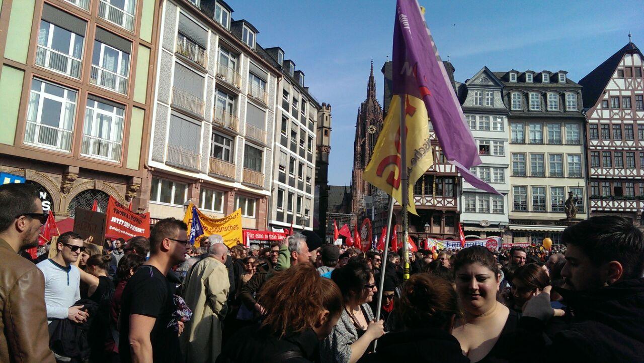Митингующие во Франкфурте-на-Майне