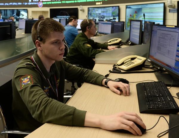 Военнослужащий в центре управления Российской армии