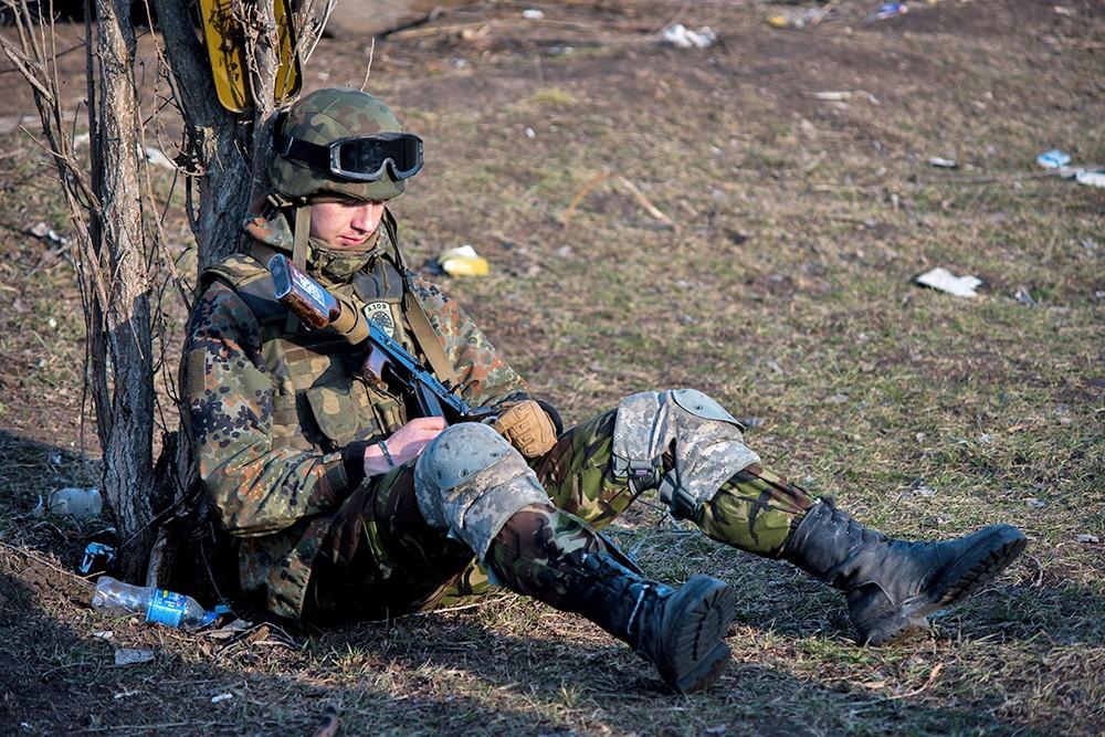"Боец украинского батальона ""Азов"""