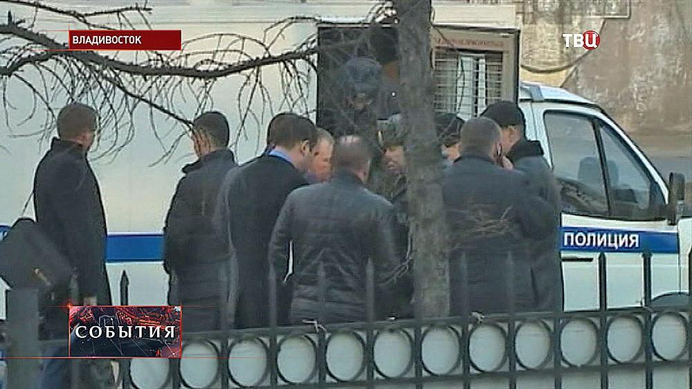 Полиция на месте происшествия во Владивостоке