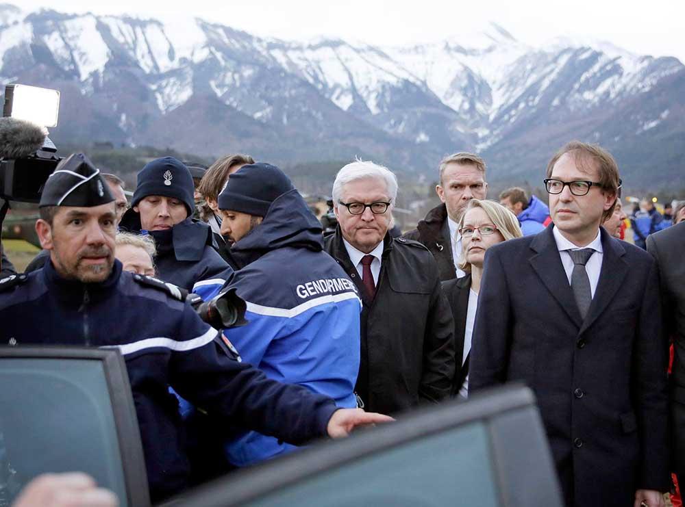 Франк-Вальтер Штайнмайер прибыл к месту крушения Airbus A320 авиакомпании Germanwings во Франции