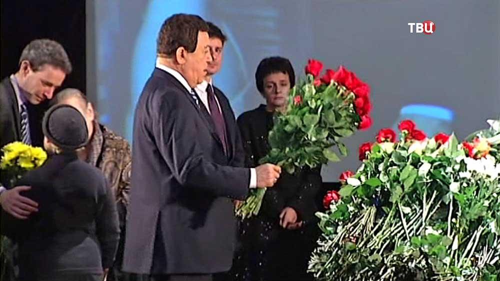 Иосиф Кобзон на церемонии прощания с Аркадием Аркановым