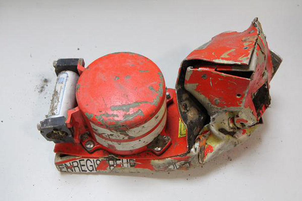Электронный самописец с разбившегося самолета Airbus A320 авиакомпании Germanwings
