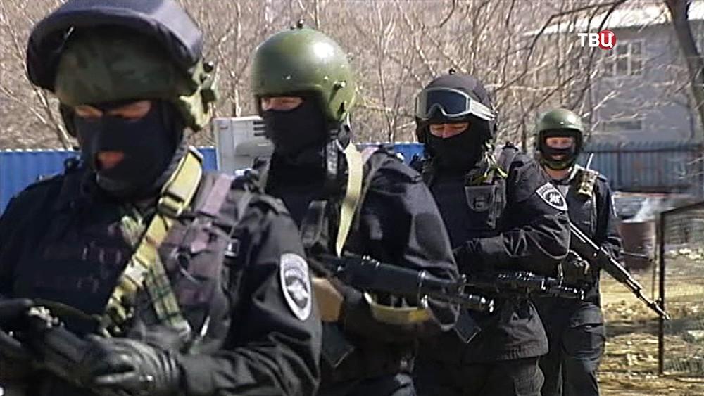 Полиция проводит спеоперацию