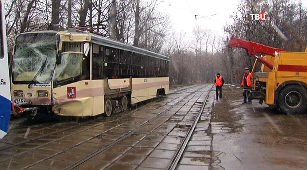 Трамвай после ДТП