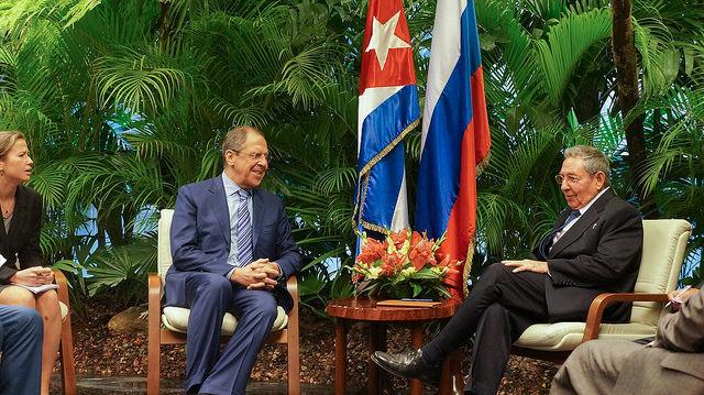 Министр иностранных дел России Сергей Лавров с Председателем Государственного Совета Кубы Рауль Кастро