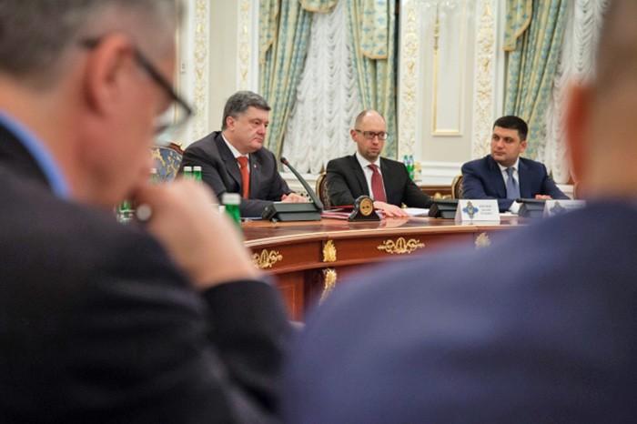Пётр Порошенко, Арсения Яценюр и Владимир Гройсман на заседании
