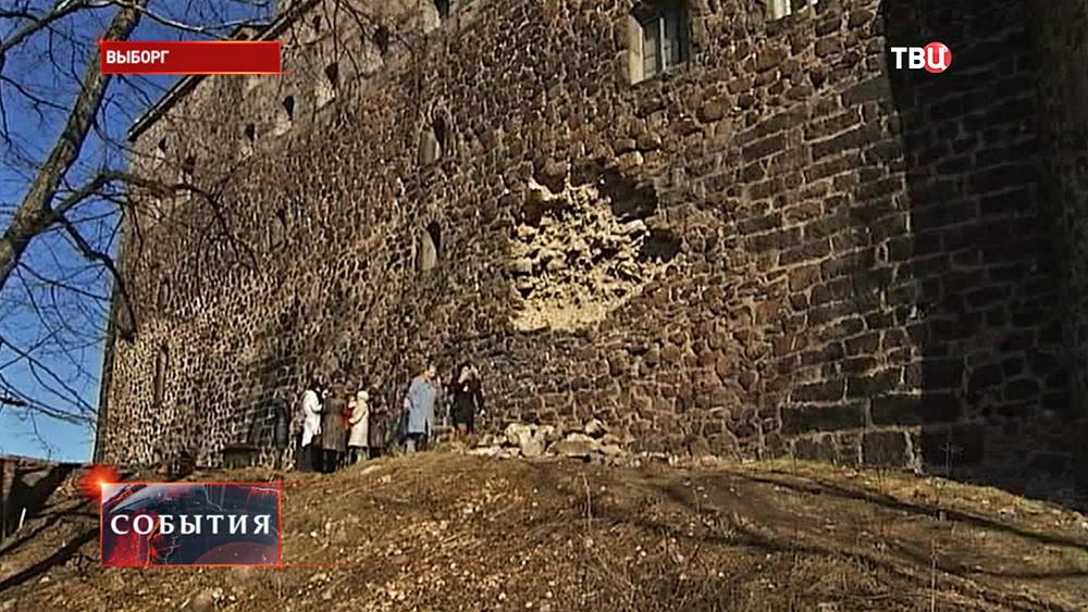 Разрушение стены Выборгского замка