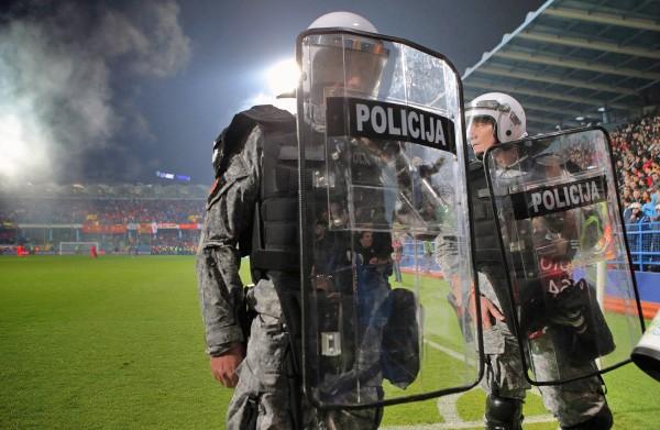 Полицейские во время футбольного матча