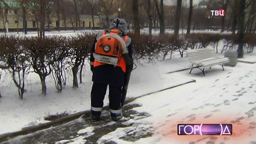 Коммунальные службы расчищают снег